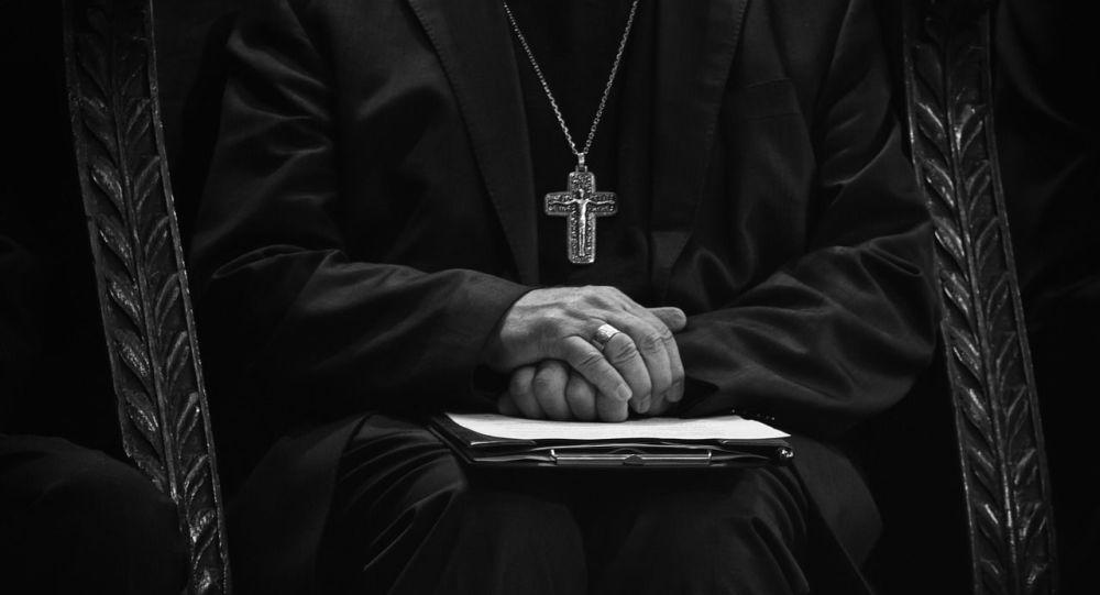 Prêtre catholique (image d'illustration)