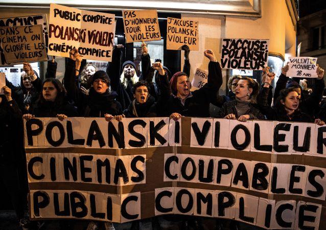 Quelques dizaines de féministes ont bloqué mardi soir une avant-première dans un cinéma parisien.