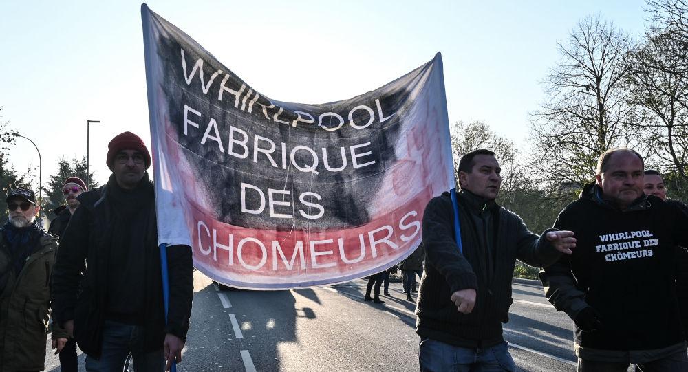 Un cortège d'ex-Whirlpool, Gilets jaunes et lycéens manifeste à Amiens pendant la visite de Macron