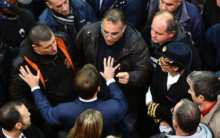 Emmanuel Macron lors de sa rencontre avec les ex-salariés de Whirlpool à Amiens