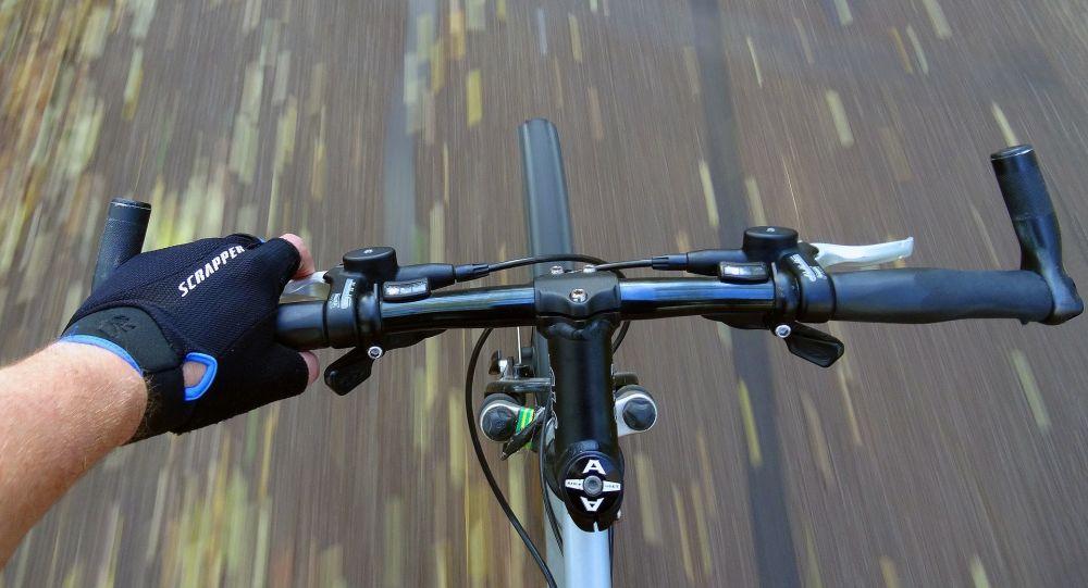 Le favori belge du Tour de Lombardie chute d'un pont en pleine course - vidéo