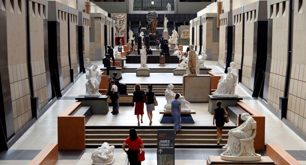 «Notre torse n'est pas obscène»: des féministes manifestent topless au musée d'Orsay - photos, vidéos
