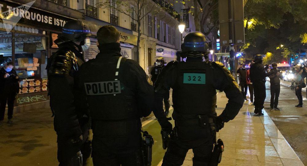 Première soirée de couvre-feu: action des opposants à la mesure à Paris - vidéo