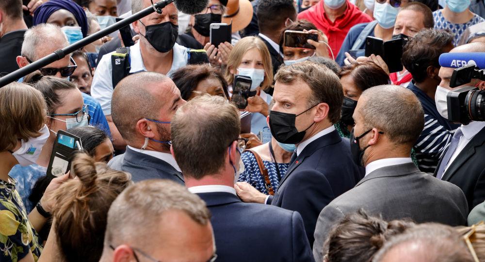 La popularité de Macron recule parmi les jeunes après l'annonce des nouvelles mesures