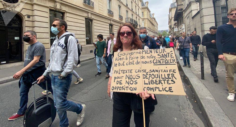 Plus de 114.000 personnes défilent en France contre «la dictature sanitaire»