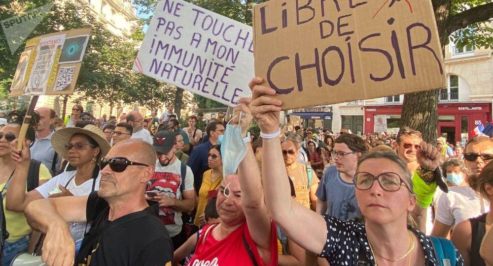«Foire aux questions» de Macron sur les vaccins: il faut séparer les côtés médical et politique, dit un épidémiologiste