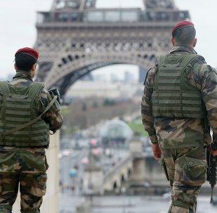 Des soldats français à Paris