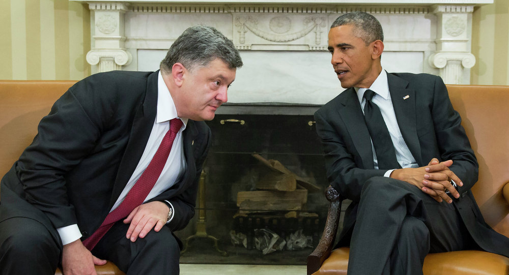 President Barack Obama, right, meets with Ukrainian President Petro Poroshenko in the Oval Office of the White House, on Thursday, Sept. 18, 2014