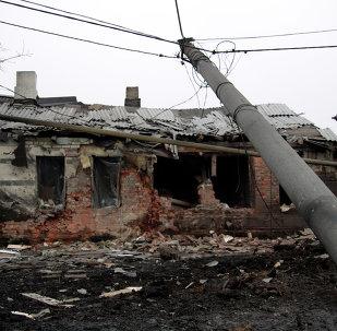 Un maison détruite par un obus à Donetsk le 28 janvier 2015