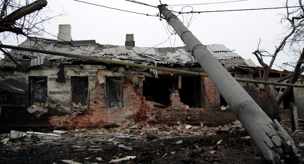 Une maison détruite à Donetsk