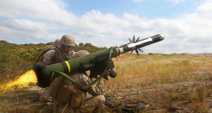 Un lance-missiles antichar américain Javelin