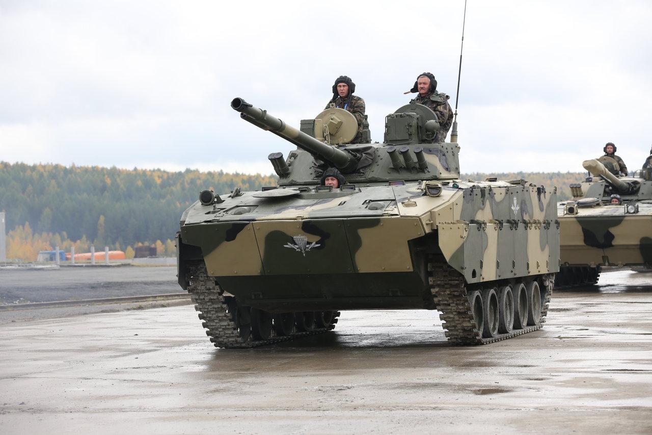 Le véhicule de combat d'infanterie chenillé BMD-4M Sadovtnitsa (Jardinière)