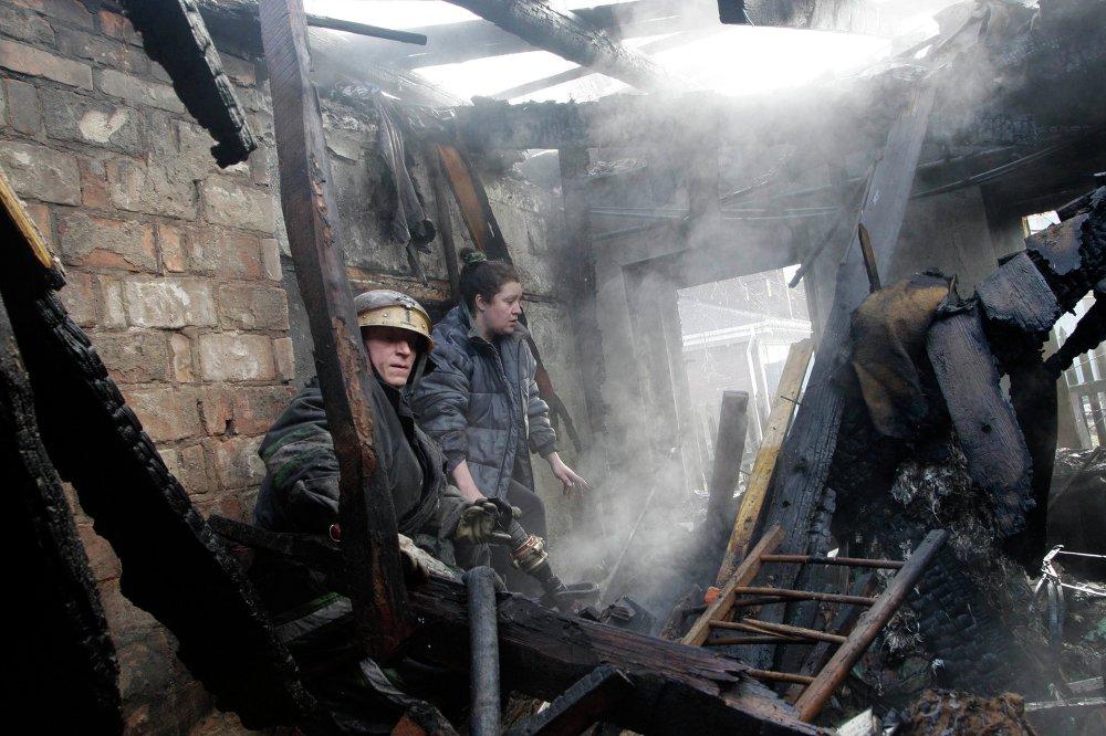 Debaltsevo: des civils évacués de la ville bombardée