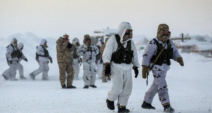 Des troupes russes en Arctique