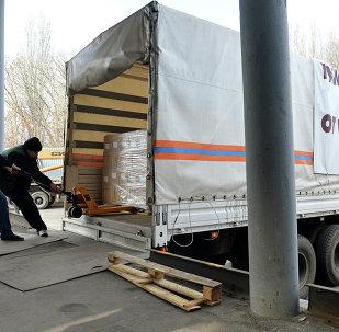 Aide humanitaire: le 4e convoi russe arrive à Donetsk