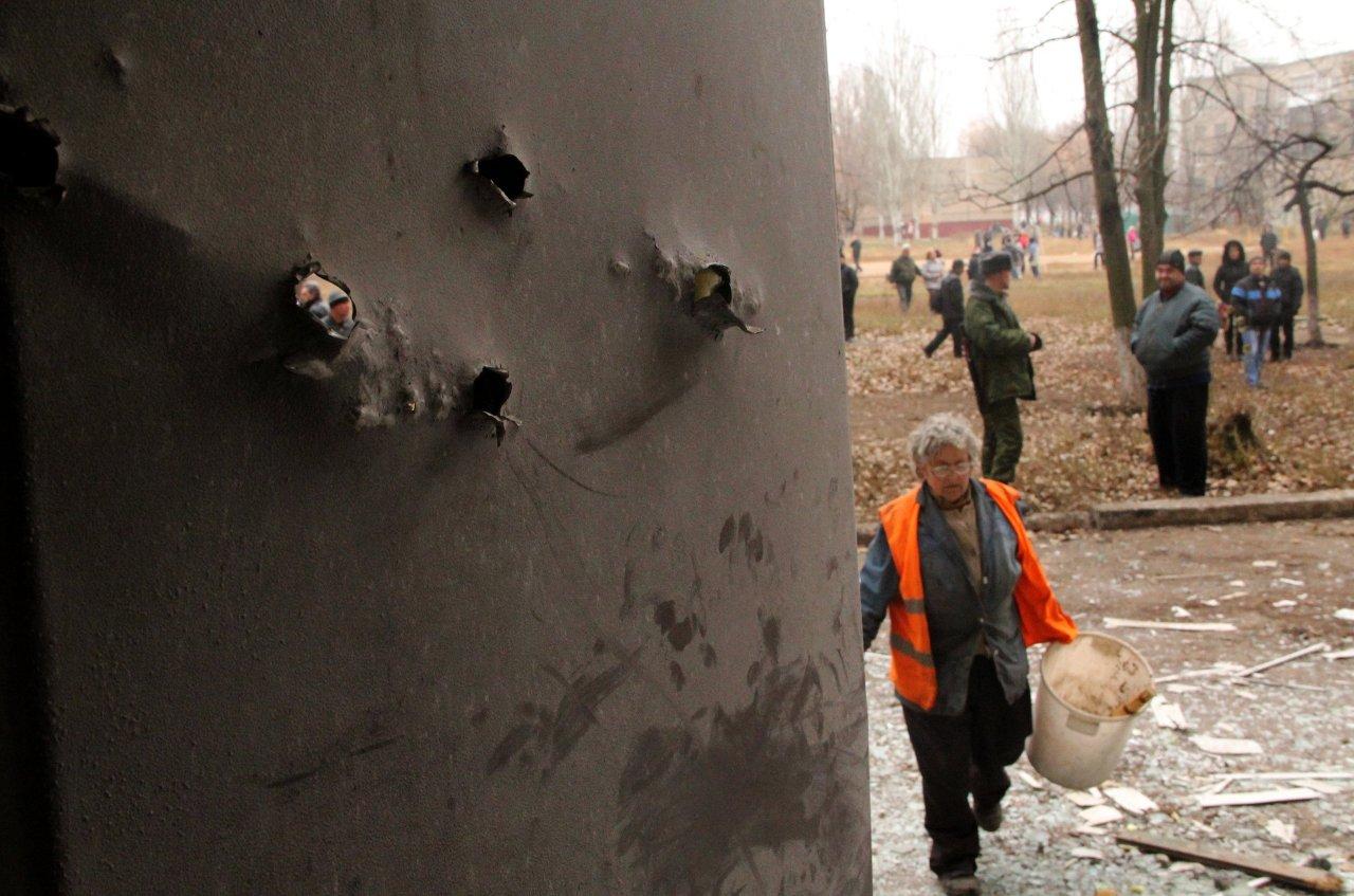 Ukraine: cinq morts et 17 civils blessés dans le Donbass