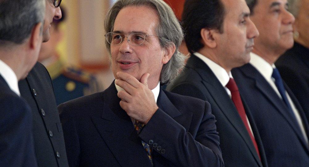 L'ambassadeur argentin en Russie Anselmo Tettamanti (au centre)