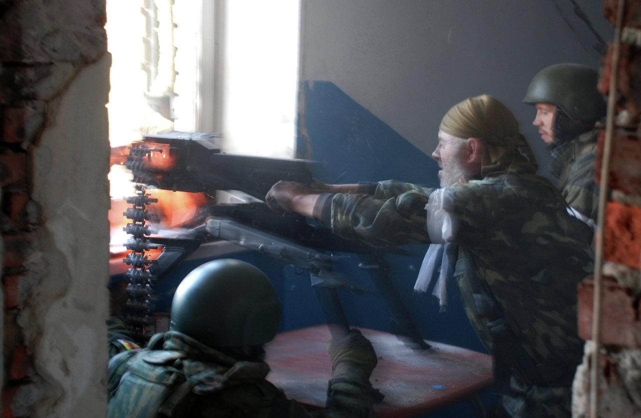 Ukraine: combats pour l'aéroport de Donetsk