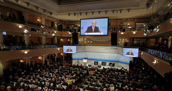 La conférence a débuté avec un discours de salutations de son organisateur Wolfgang Ischinger