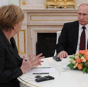 La rencontre du  président russe Vladimir Poutine, son homologue français François Hollande et la chancelière allemande Angela Merkel