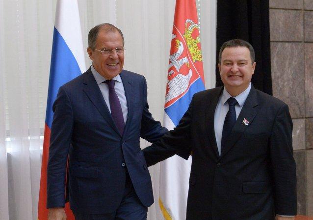 Le ministre russe des Affaires étrangères Sergueï Lavrov et son homologue serbe Ivica Dacic (Archives)