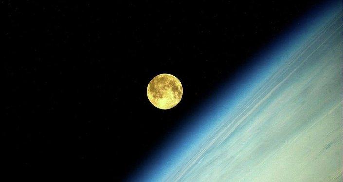Une photo de la Lune prise par Oleg Artemiev depuis l'ISS