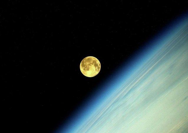Photo de la Lune faite par le consmonaute russe Oleg Artemiev depuis l'ISS