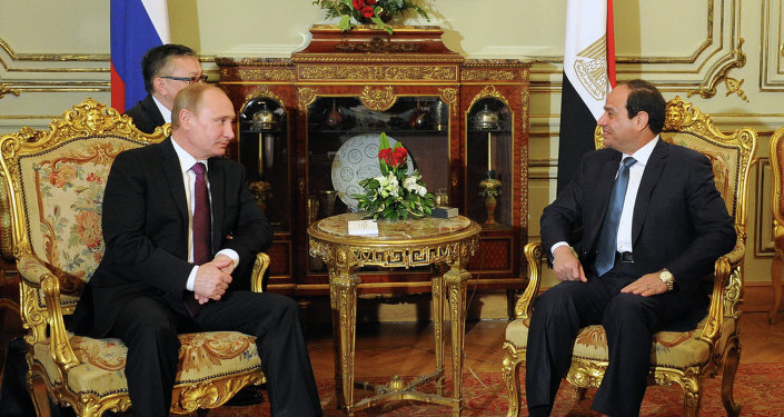 Vladimir Poutine (à gauche) et Abdel Fattah Al-Sisi