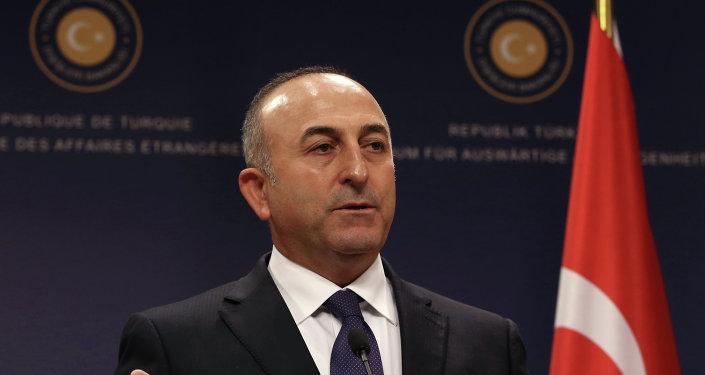 Mevlüt Çavuşoğlu: les régimes d'état d'urgence en Turquie et en France ont le même but