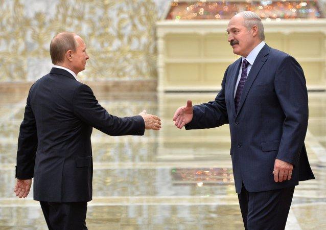 Les présidents russe et biélorusse, Vladimir Poutine et Alexandre Loukachenko, lors d'une rencontre à Minsk