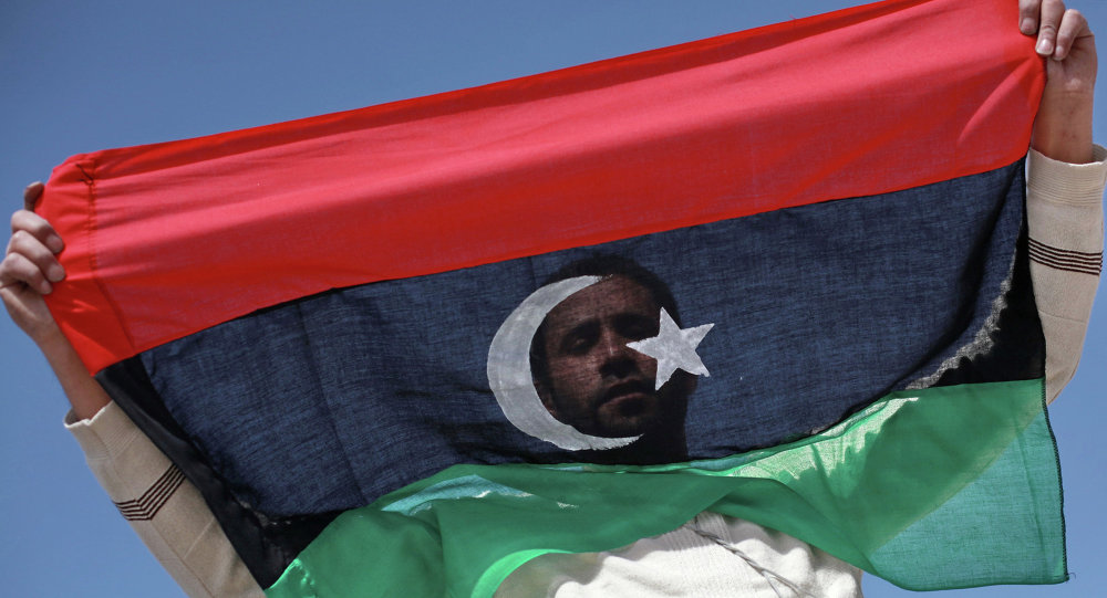 Libyen avec le drapeau du Libye. Archive photo