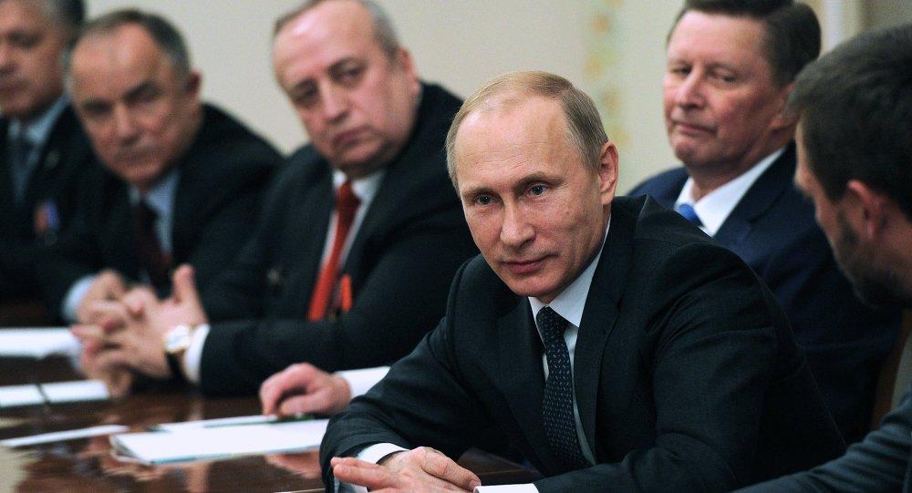 Vladimir Poutine lors d'une réunion avec des vétérans