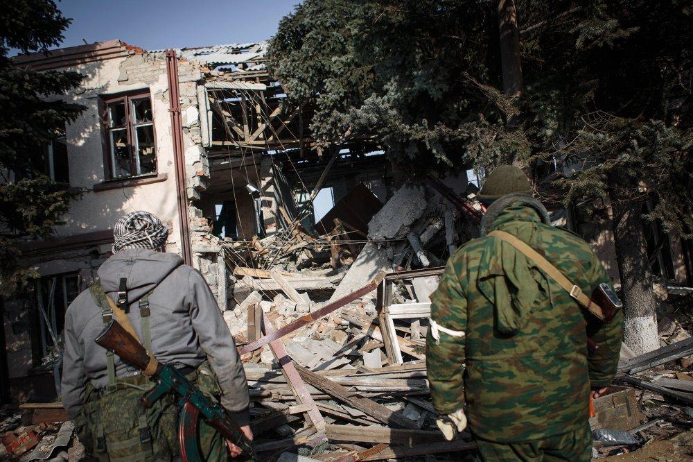 Des insurgés dans le village de Gorlovka, région de Donetsk, le 14 février