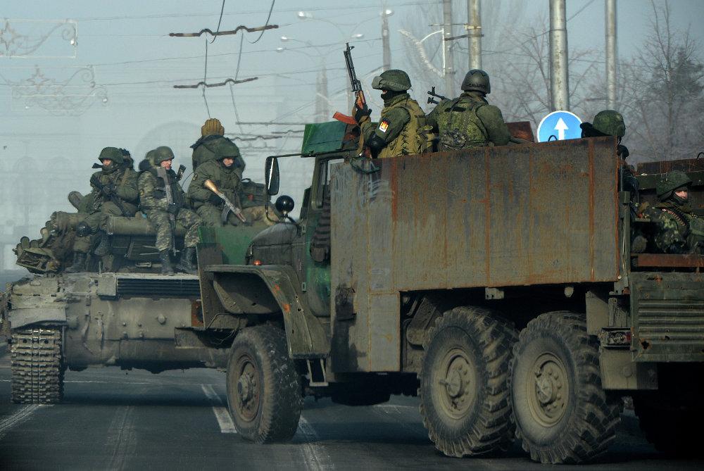 Des insurgés dans les rues de Donetsk, le 15 février