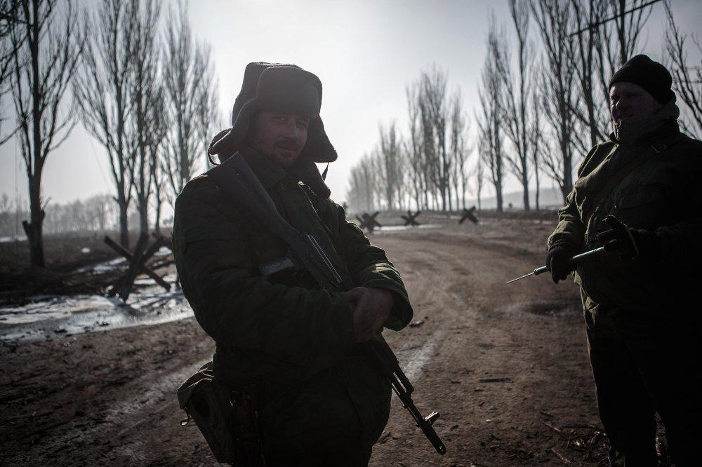 Des insurgés dans le village de Gorlovka de la région de Donetsk, le 14 février