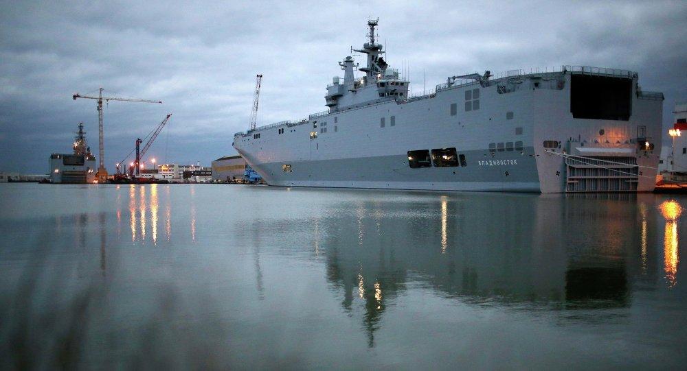 Les BPC de classe Mistral Sevastopol (à gauche) et Vladivostok