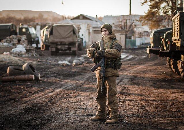 Un insurgé de la république populaire autoproclamée de Donetsk  près de Debaltsevo