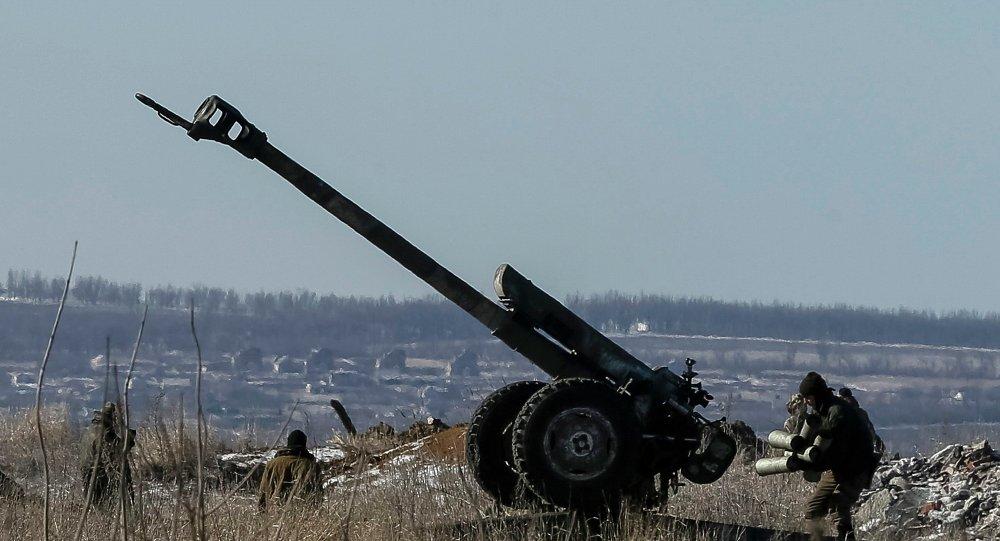 Un canon de l'armée ukrainienne près de Debaltsevo