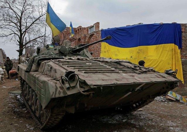 Transporteur blindé des forces armées ukrainiennes près de Debaltsevo, le 20 février 2015
