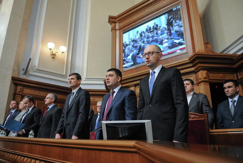 Le 27 février, le parlement ukrainien approuvait la constitution du gouvernement de confiance populaire. Arseni Iatseniouk était nommé premier ministre