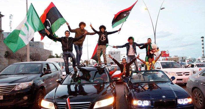 Des Libyens célèbrent le 4e anniversaire du renversement de Kadhafi