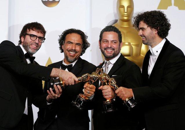 La production du cinéaste mexicain Alejandro González Iñárritu a remporté quatre Oscars, dont ceux du meilleur film et du meilleur réalisateur.