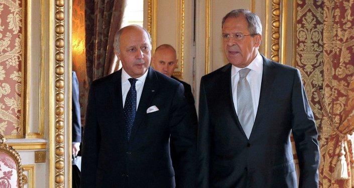Les Ministres des Affaires Étrangères russe Sergueï Lavrov et français Laurent Fabius à Paris