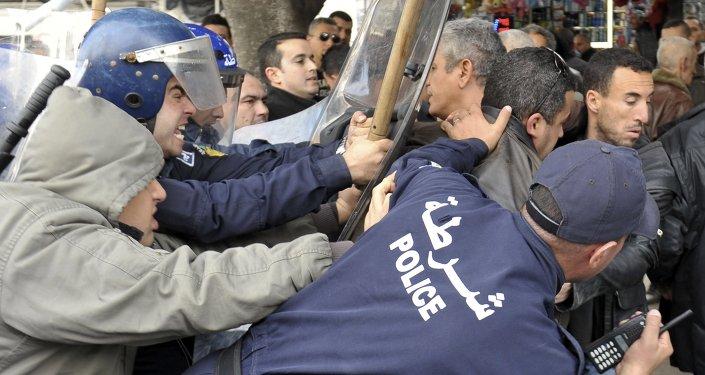 Des membres de la police algérienne