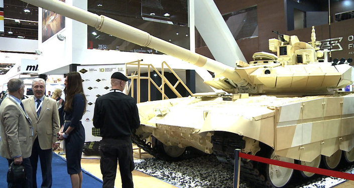 Le dernier-né du groupe Kalachnikov et la version de Ratnik destinée à l'exportation au Salon international de la défense IDEX-2015 d'Abu Dhabi