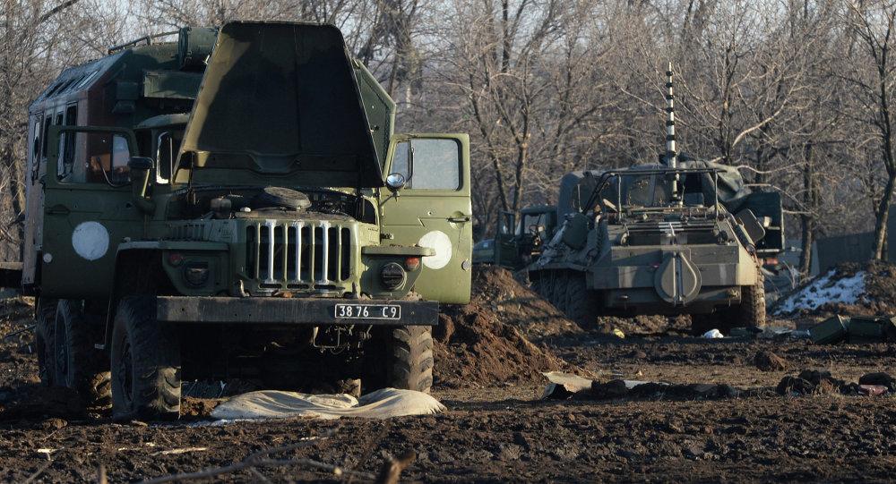Des camions détruits ukrainiens près de Debaltsevo