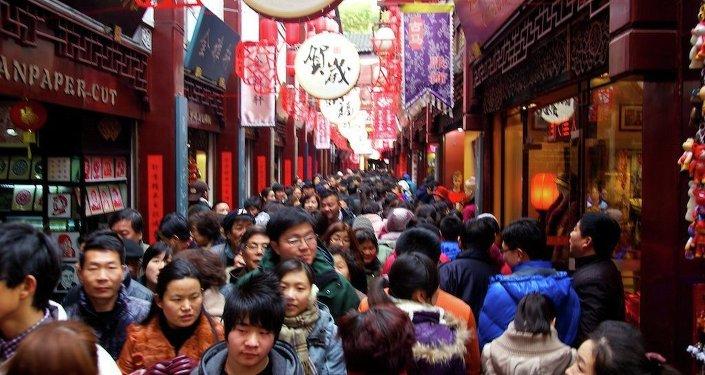 Des gens célèbrent le Nouvel an chinois à Shanghai