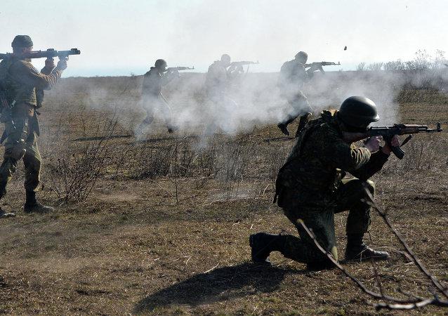 Militaires du bataillon Azov lors des exercices près de Marioupol