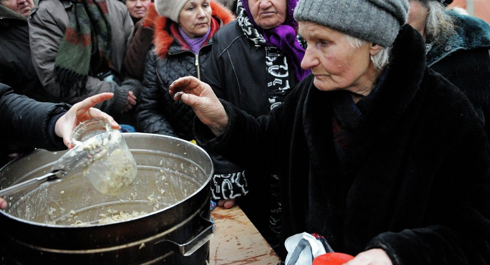Distribution de nourriture aux habitants du Donbass