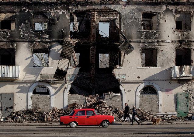 Une voiture dans l'oblast de Donetsk